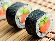 Суши с пушена сьомга и краставички